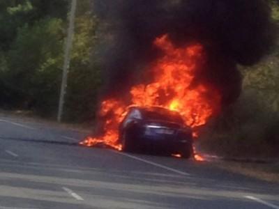 Une Tesla Model S prend feu