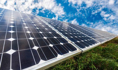 Énergie solaire : l'Inde produit plus d'un milliard de kilowattheures par mois