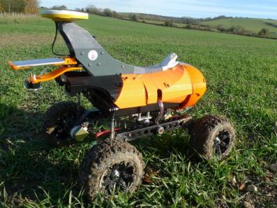 Le fermier Jamie Butler teste un robot autonome sur son exploitation