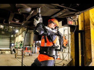 Technicentre SNCF de Saint-Pierre-des-Corps – Diminuer les accidents de travail grâce à un exosquelette