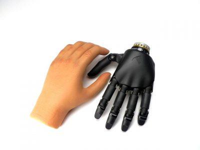 Une main de robot qui peut transpirer